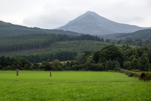 Standing stones and Goat Fell on the Isle of Arran. Photo: User:Colin