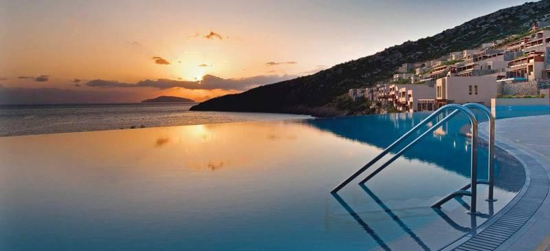Savings on luxury holidays to Greece