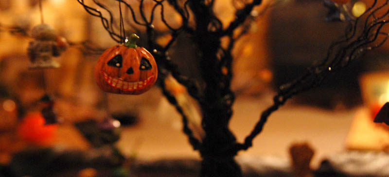 How do they celebrate Hallowe'en around the world?