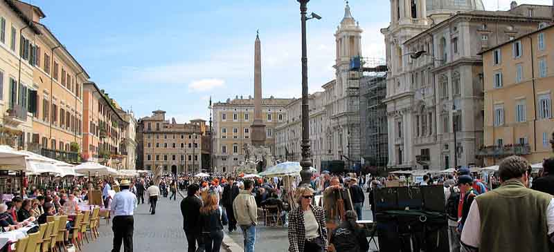 Ban on snacking... Piazza Navona, Rome