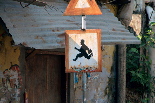 Warning – businessmen in a hurry ... in Kerala (India)