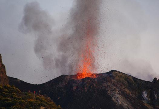 Early evening eruption at Stromboli