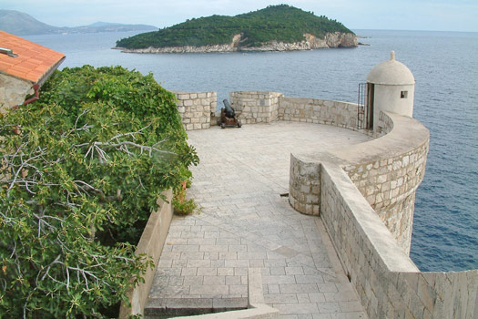 The walls of Dubrovnik. Photo by gravitat-OFF