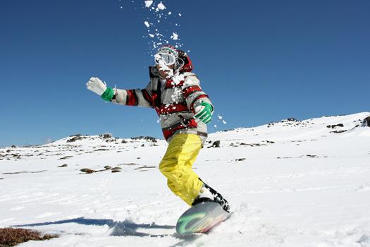 Snowboarding on Thredbo, NSW. Photo by taki Lau