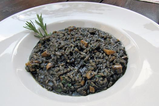 Crni rižoto (black risotto). Photo by Taste of Croatia