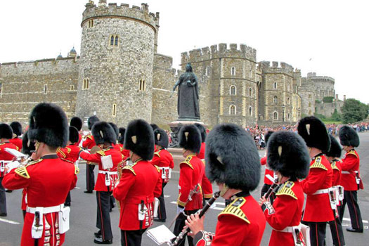 Changing of the Guard, from the corner of High Street and Peascod Street. Photo by Kara Segedin