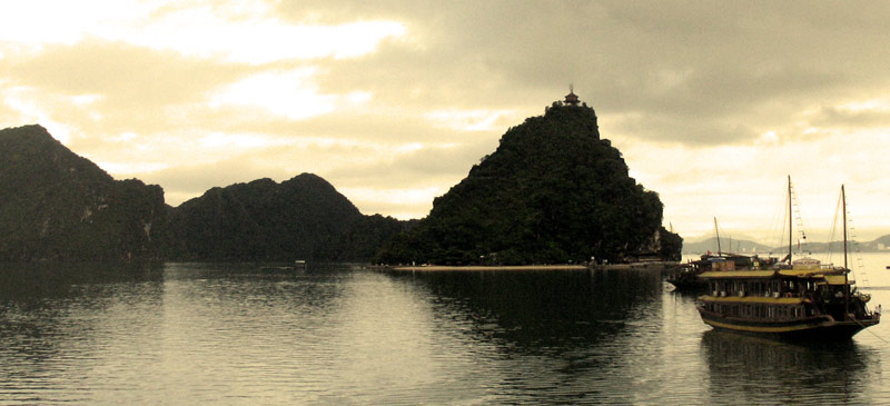 The tour that everybody does in Ha Long Bay