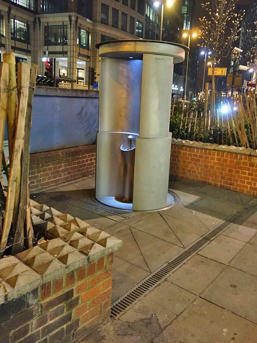 """""""Urilift"""" in London. Photo by Eric E Castro"""