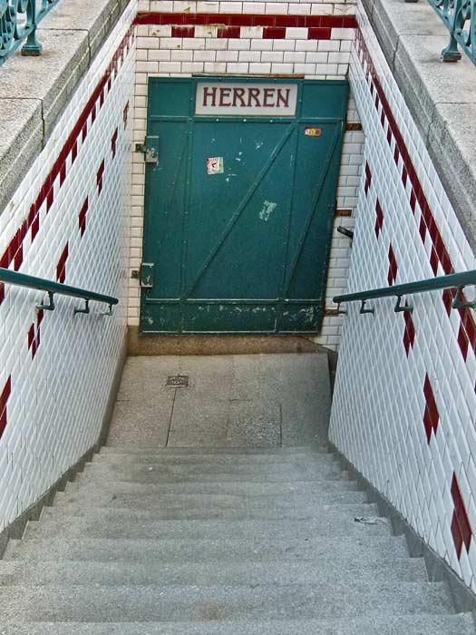 Graben Street Toilets, Vienna, Austria. Photo by dierk schaefer