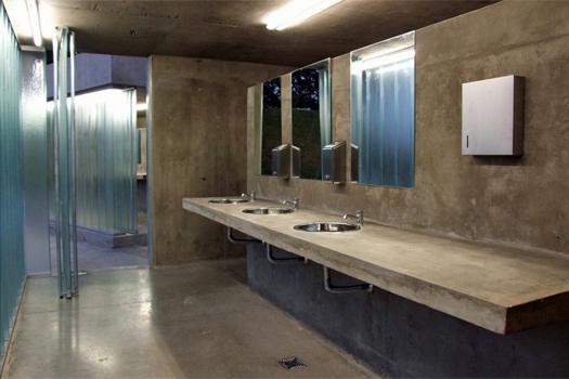 Urquiza Public Toilets, Rosario, Argentina. Photo by Luis Vignoli