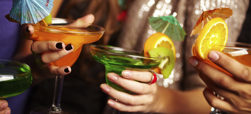 Best Places to Drink for Free in Vegas © shironosov/iStock/Thinkstock