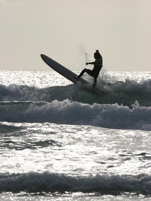 Surfing © tom viggars/iStock/Thinkstock [http://www.thinkstockphotos.co.uk/image/stock-photo-surfing/139980305]