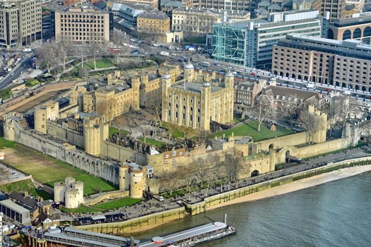The Tower of London: built by the Norman conquerors, it was originally seen as a symbol of French occupation. Photo by [Duncan]