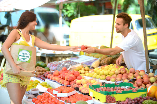 Silver Lake © Mangostock/iStock/Thinkstock http://www.thinkstockphotos.co.uk/image/stock-photo-greengrocer-handing-out-a-fruit-to-a/482052737