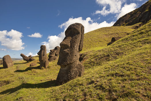 Easter Island © Viktorus/iStock/Thinkstock (http://www.thinkstockphotos.co.uk/image/stock-photo-easter-island-statues/177560041)