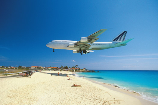 Princess Juliana International Airport © Medioimages/Photodisc/iStock/Thinkstock (http://www.thinkstockphotos.co.uk/image/stock-photo-plane-coming-in-for-landing-on-maho-bay/medwt24041)
