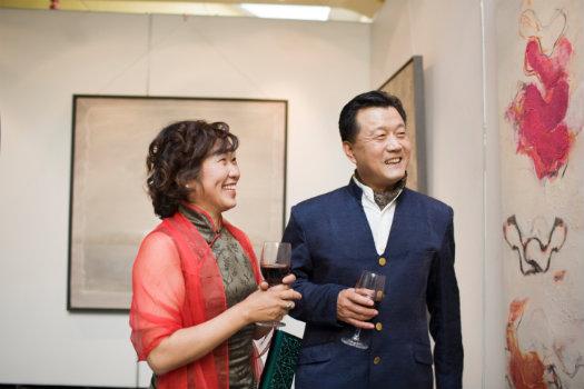 OV Gallery © Andrea Chu/iStock/Thinkstock (http://www.thinkstockphotos.co.uk/image/stock-photo-matue-couple-holding-wine-glass/sb10063807k-001)