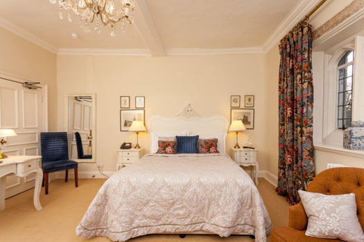 One of the bedrooms at Rushton Hall Hotel and Spa: Kettering, Northamptonshire