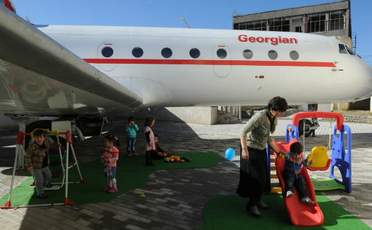 An airplane turned into a kindergarten (Image: http://avaxnews.net/pictures/44541)